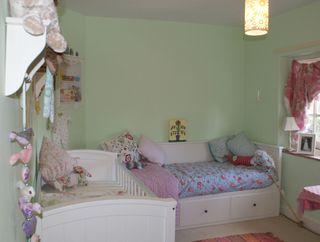 Baby's room2